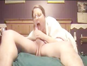 Chubby wife deep throating her man